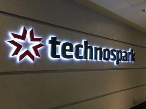 Объемные буквы с контражурной подсветкой «Technospark»