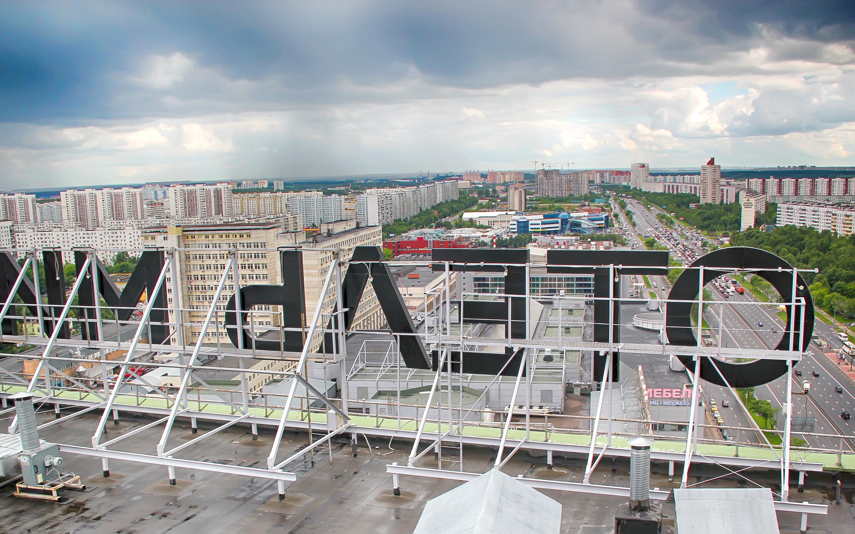 Монтаж крышной конструкции 'Отель'