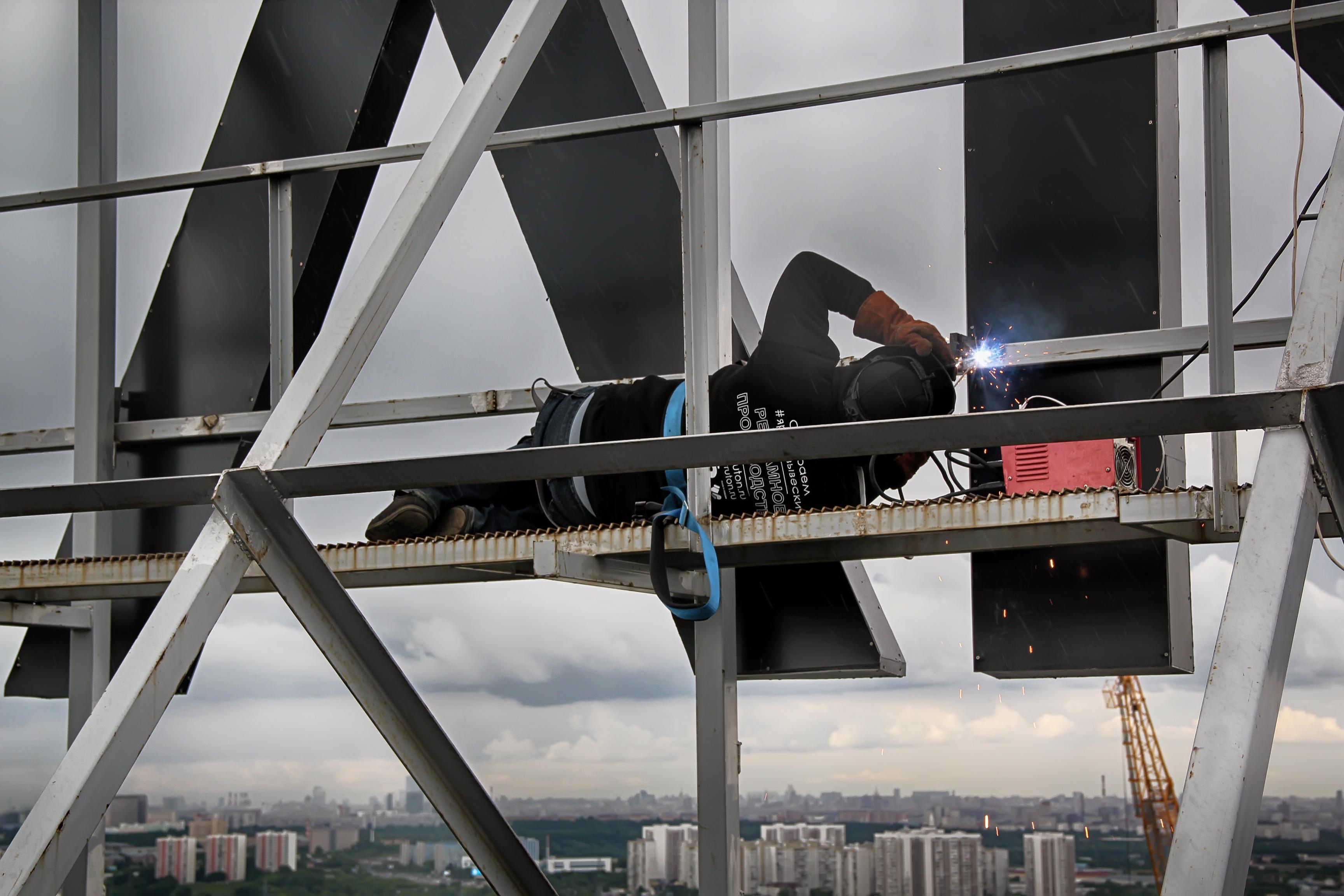 Процесс изготовления крышной конструкции